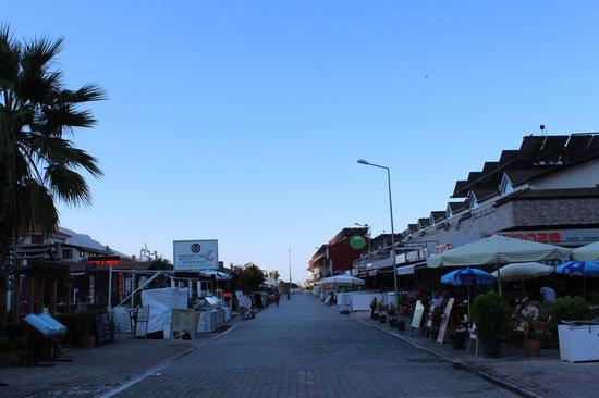 Dorian Hotel: ресторанная улочка