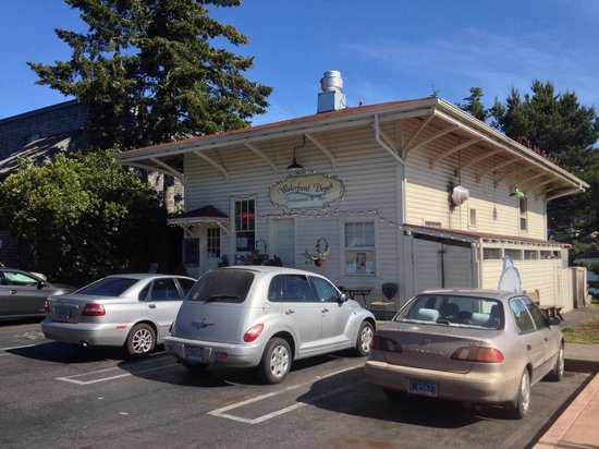 Waterfront Depot : Historic building right on the bay