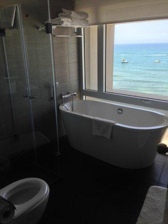Hilton Tel Aviv: Bathroom views - Studio , 3rd floor