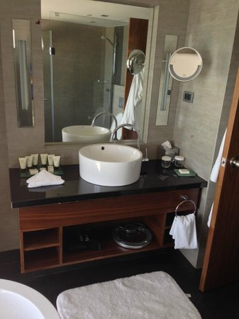 Hilton Tel Aviv: Bathroom - Studio
