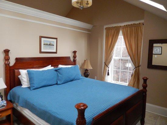 Chipman Hill Suites: bedroom