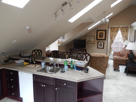 Chipman Hill Suites: kitchen
