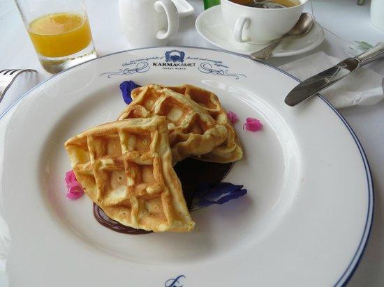 The Scent Hotel: Desayuno