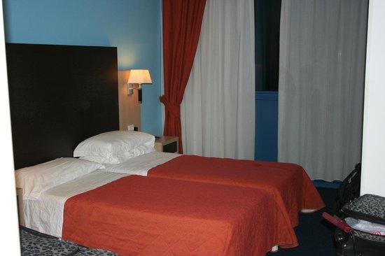 Tuscany Inn Hotel: Room