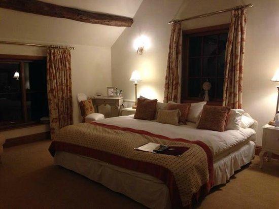Mickle Trafford Manor: Master bedroom