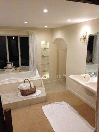 Mickle Trafford Manor: Lush bathroom!