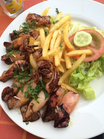 Restoran Hindin Han : Hobotnica na žaru, grilled octopus with garlic. Delicious!!