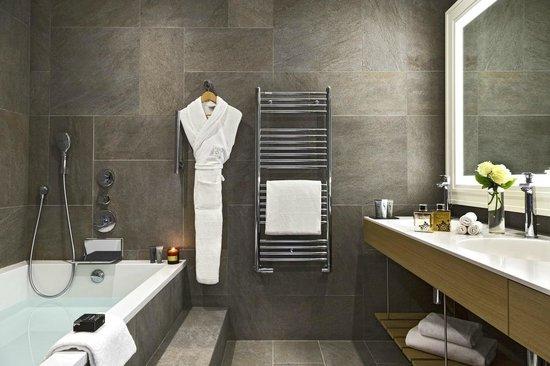 Hôtel Barrière L'Hôtel du Golf Deauville : Salle de bain Executive Club