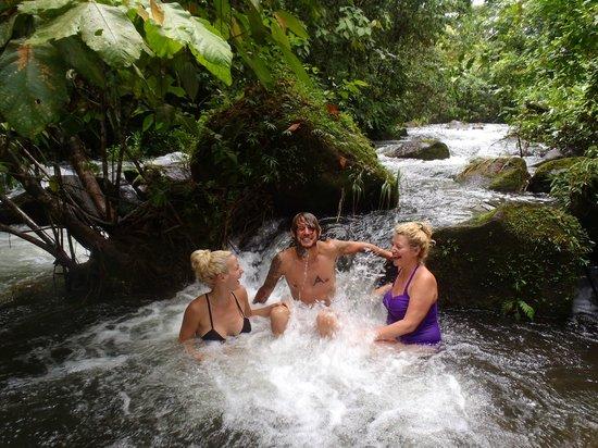 La Carolina Lodge: Goofing off in the river!