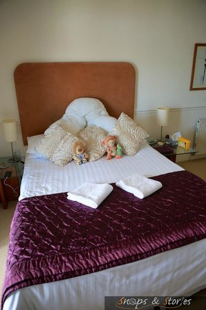 The Wellington Hotel: The bed
