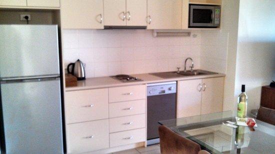 Kalbarri Edge Resort: kitchen