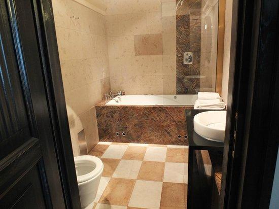 Hotel Pod Roza: Bathroom