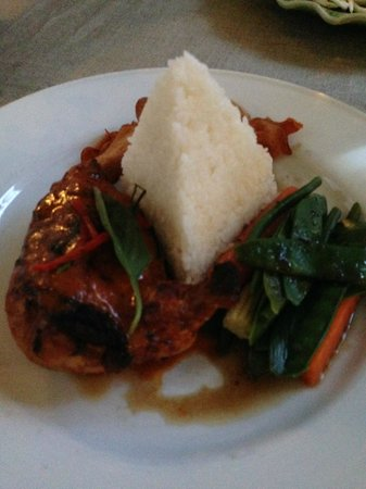 Khun Juk Oriental: Chicken Main Course. Pyramid of rice