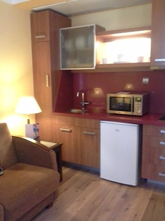 Suites Gran Via 44: sala/cozinha