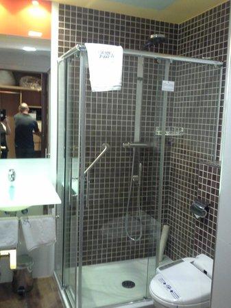 Suites Gran Via 44: banheiro