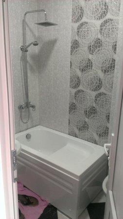 Dzveli Batumi Guesthouse: Bathroom