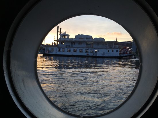 Covington Inn: View from porthole
