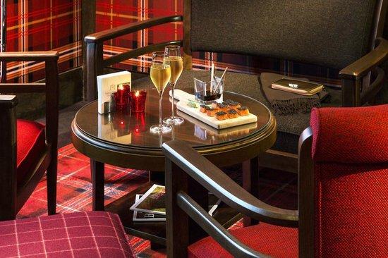 Hôtel Barrière L'Hôtel du Golf Deauville : Tapas au Bar Le Green