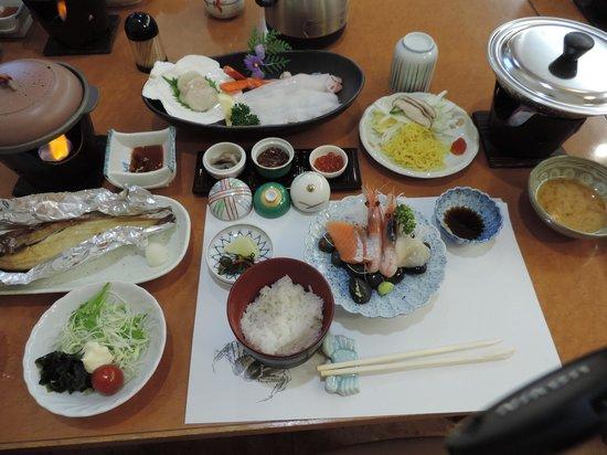 Hotel Takikawa: 夕食は、海の幸がいっぱいで…美味しい!