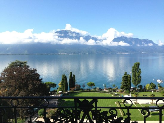Fairmont Le Montreux Palace: the view of Lake Geneva from our balcony