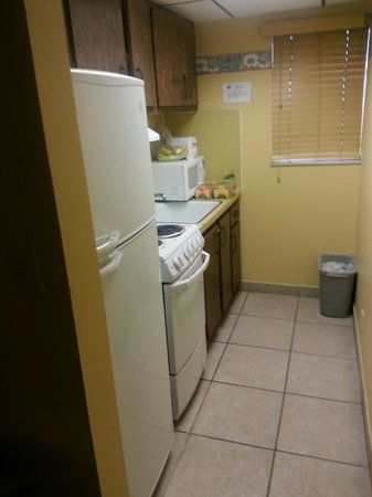 Lafayette Motel: Can't beat a kitchen in the room! Clean and everything works