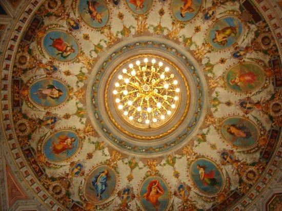 Teatro Mancinelli: Orvieto Opera House: Chandelier from below