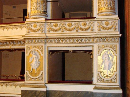 Teatro Mancinelli: Orvieto Opera House: Plasterwork framing the boxes
