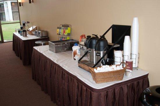 The Landmark Inn: Continental Breakfast