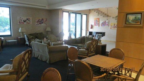 Riviera Hotel Carcavelos: Зона отдыха в главном холле