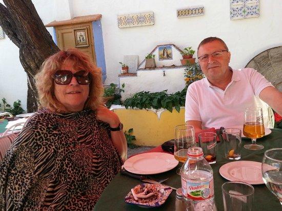 Restaurante Marqués de Cruilles: En la terraza del Marqués de Cruilles, Morella (Castellón)