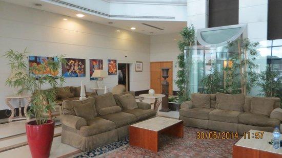 Riviera Hotel Carcavelos: Главный холл