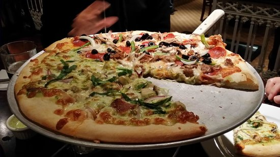 Canyon King Pizzeria: Thin Crust Pizza