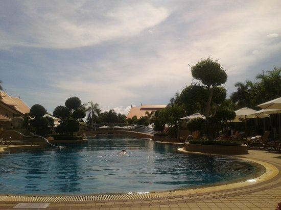 Thai Garden Resort: The amazing pool area.