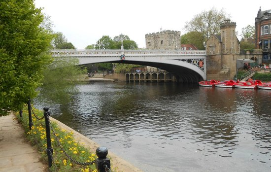 Park Inn by Radisson York: Cross the bridge to center of York