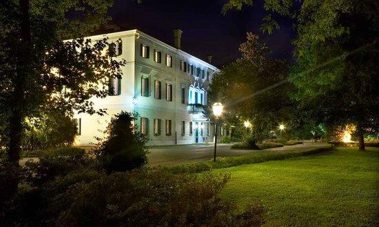Gorgo al Monticano, Italia: Villa di notte