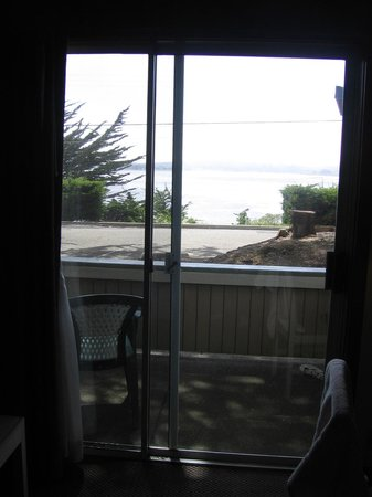 Bodega Coast Inn & Suites : patio with view of the Bay