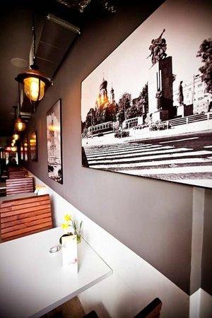Warsaw Tram Food Bar: Lubimy stare klimaty