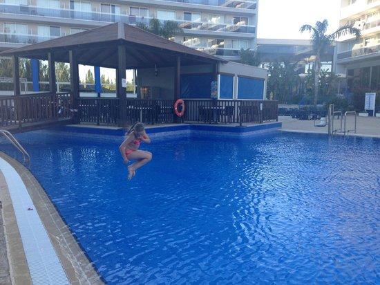 Sol Costa Daurada: Trevligt poolområde