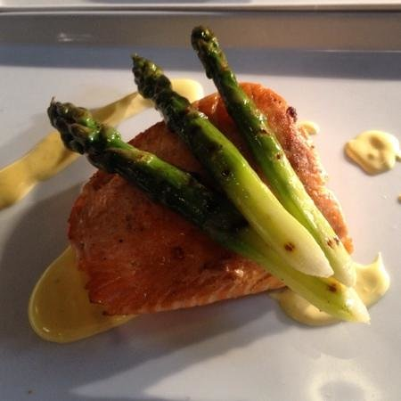 Caffi Gwynant: Pan-Fried Fillet of Salmon, Chargrilled Asparagus, Hollandaise Sauce