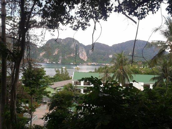 Bay View Resort: Vista de um dos caminhos para chegar na recepção.