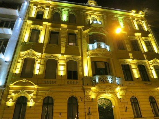 Hotel Palazzo Zichy: The hotel at night