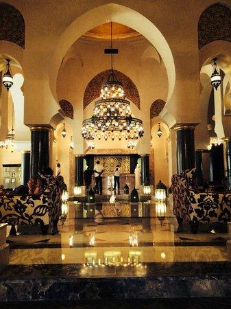 Miramar Al Aqah Beach Resort: The lobby