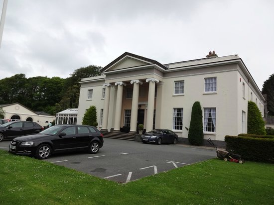 BEST WESTERN Lamphey Court Hotel: Front view