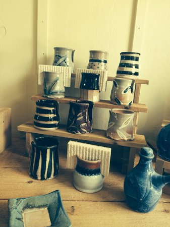 Turning Wheel Pottery : Ceramic-made coffee mugs at its finest.