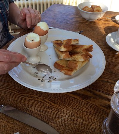 Peterstone Court Hotel: Boiled eggs for breakfast