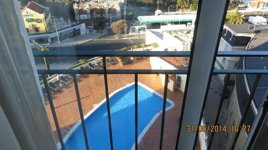 Vila Galé Estoril : Вид из номера на открытый бассейн