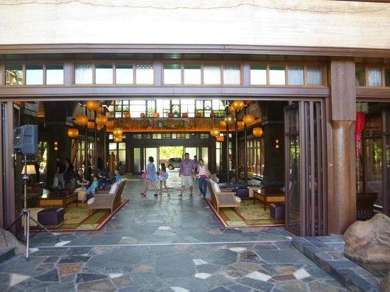 Aulani, a Disney Resort & Spa: Aulani lobby