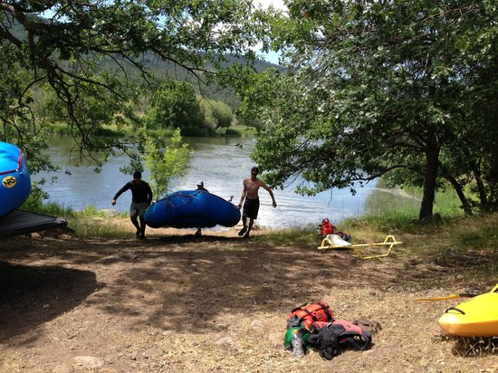 Kokopelli River Guides - Day Trips: Boys taking boats out of the water at the end of the day!