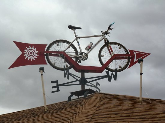 Inca Inn: Look for the bike weather vane on the motel roof
