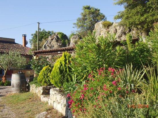 Campagne De La Source St Martin : Belle vue du jardin
